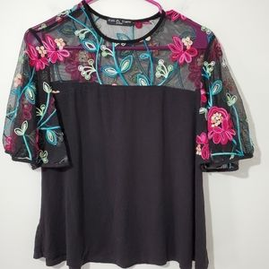 Kim and Cami Embroidered Top size M